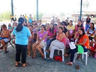 フィリピンのNGO「PREDA基金」が開く人権セミナー(サンバレス州)。ラフな雰囲気が途上国らしい