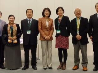 左から2番目が、国連アジア太平洋経済社会委員会(ESCAP)環境及び持続可能な開発部のチュン・ラエ・クウォン部長。左から4番目が、第7回世界水フォーラム国際運営委員会共同議長のイ・スンタク氏(東京・永田町の衆議院第一議員会館で)