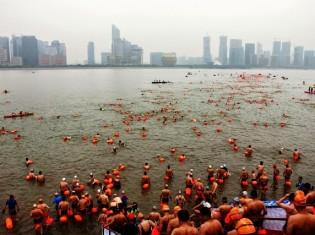 0926木本さん、写真1_中国可泳周ワイド(小)[1]