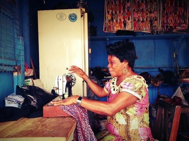 筆者行きつけの仕立屋。ガーナ人にとっては男女問わず欠かせない存在だが、仕立て代はどんどん上がる