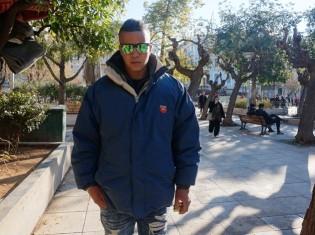 パレスチナ出身のアブドラさん。周りに友人も家族もいないからか、ヴィクトリア広場の長期滞在からか、その表情は暗い(アテネで撮影)