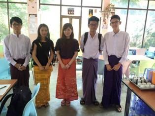 取材に応じるヤンゴン工科大学の学生たち