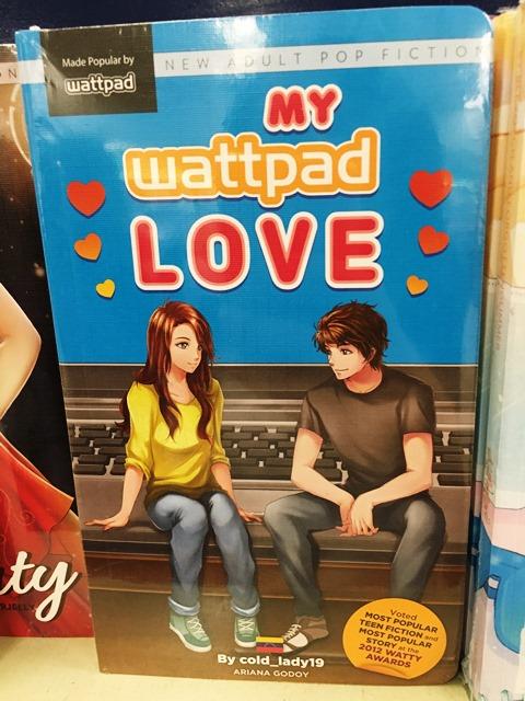 セブのナショナル・ブックストアの店頭で売られるワットパッドの人気作「マイ・ワットパッド・ラブ」