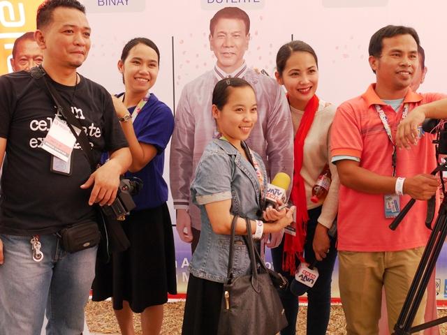 候補者演説の会場は多くの人とメディアが集まった(フィリピン・セブで撮影)