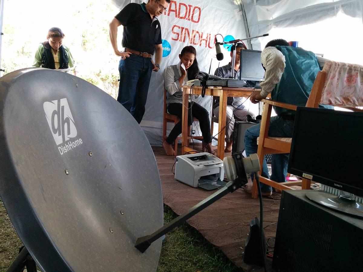 シャプラニールが設置を支援したラジオ局(シンドゥーパルチョーク郡)