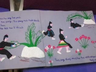 0622中尾さん、モンの伝統工芸である刺繍で作ったモン族の民話の絵本