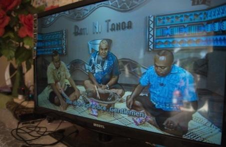 出演者がただカバを飲む姿が放送されるテレビ番組。凝った演出もない