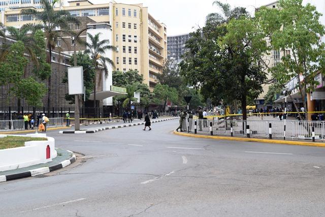ケニヤッタ国際会議場(KICC)周辺の交通規制。一般車は立ち入れず、何度も検問が行われる