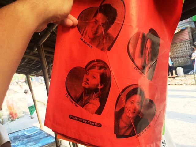 韓流スターの似顔絵を描いた凧も店で売っていた