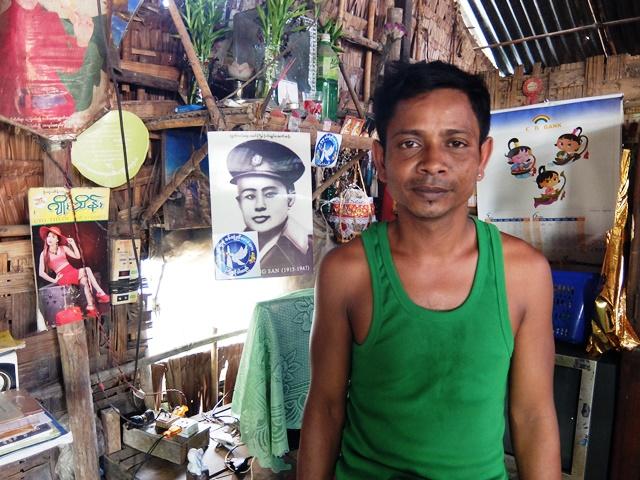 チョーさん。自宅の壁には独立の父アウンサン将軍の写真が掲げられていた(ヤンゴン市ダラー地区)