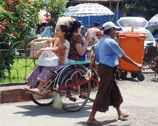 「ミャンマー人の生活の一部」であるサイカーはいつまで走り続けるのだろう