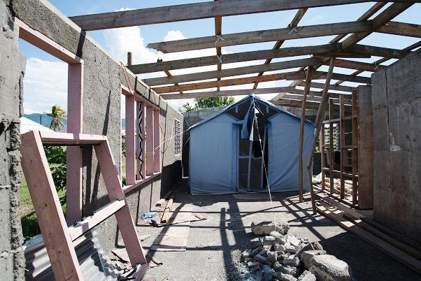 ウィンストンに破壊された家。ラキラキ村ではこうした家も珍しくない