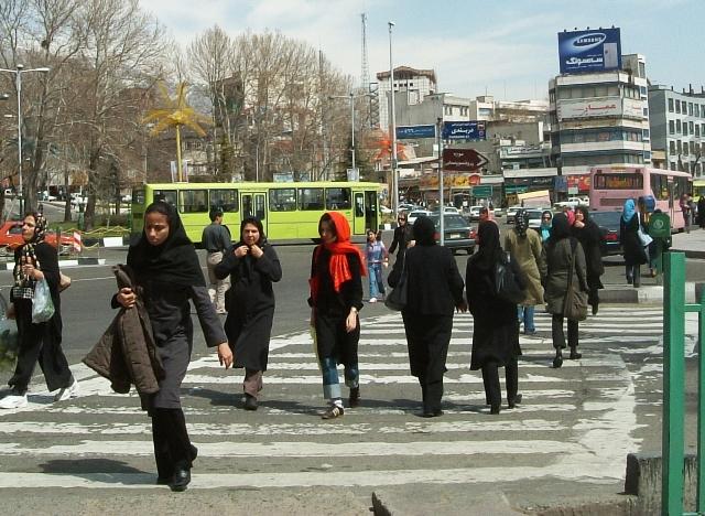 女性の社会進出が進むイラン。写真はテタジュリーシュ広場(テヘラン)の様子(山﨑准教授提供)