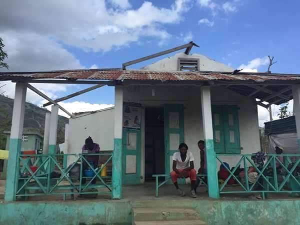 ハイチ南西部にあるマフラン町の唯一の病院。ハリケーン「マシュー」で屋根が吹き飛ばされた