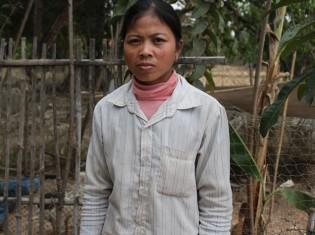 元ウェストピッカーで現在は2児の母のルーン・ソック・チアさん(28歳)。カンボジア・シェムリアップ郊外にある養鶏場で撮影