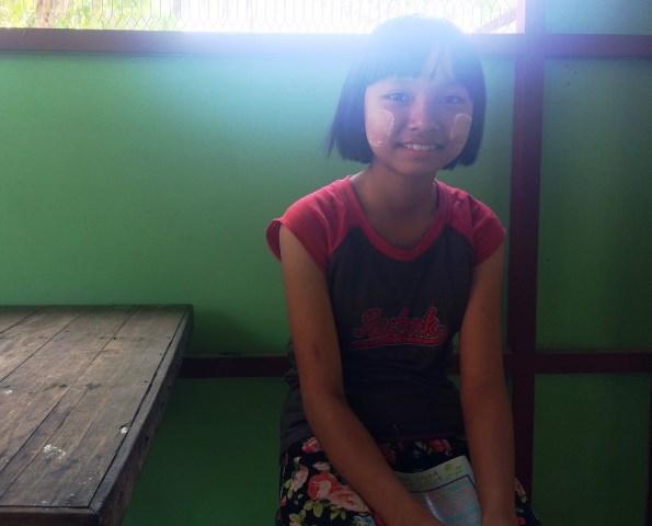 医者の姉をもつヒィン・オゥ・ワイさん(12歳)。近所の子どもを助けれるような医者になりたいと話す