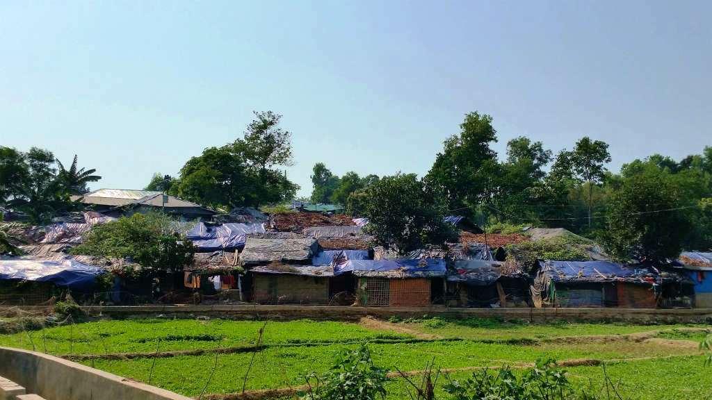 バングラデシュ政府公認のクトウパロン難民キャンプ。国連をはじめ外部の援助機関が活動することが認められている。仮設の学校やクリニックもあるという(バングラデシュ・チッタゴン管区コックスバザール県)