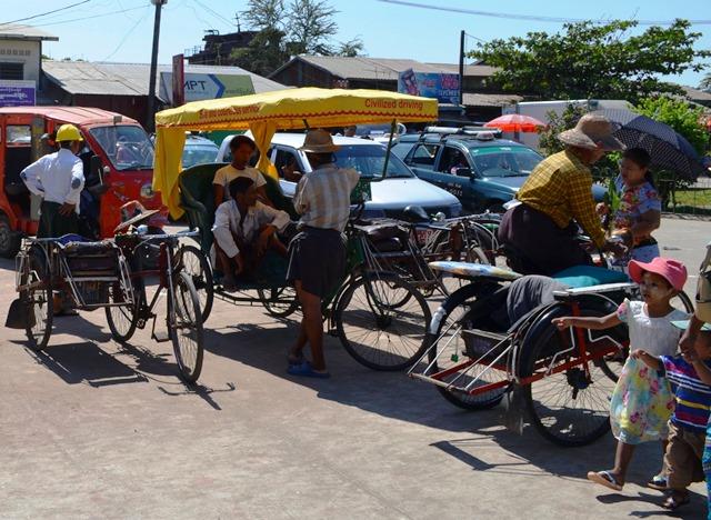 ダラ地区の庶民の足、サイカー。昼間はとても暑いのでなかなか客がつかまらない