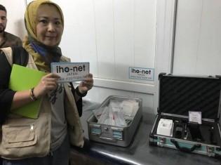 モスル東部の病院に外科手術に必要な医療器具を届ける高遠菜穂子氏。写真は高遠氏提供
