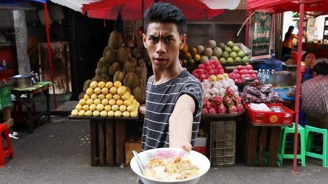 「一杯のモヒンガー」のワンシーン。モヒンガーとは、ミャンマーを代表する麺料理。ナマズなどの魚でダシをとったスープが特徴