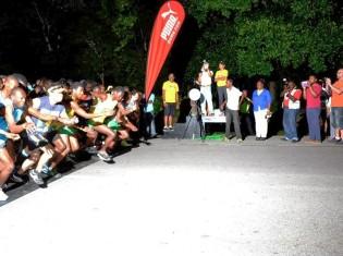 5時15分、レース開始直後の写真。すべての参加者が同じ時間にスタートする(ジャマイカ観光局Visit Jamaica facebookページより)
