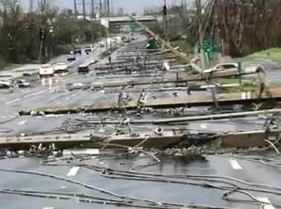 最大風速250キロメートルの風でなぎ倒された電線(プエルトリコ・カロリーナ市)