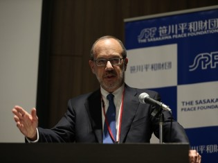 中国、ロシアの独裁主義について講演するアーロン・フリードバーグ教授(笹川平和財団提供)