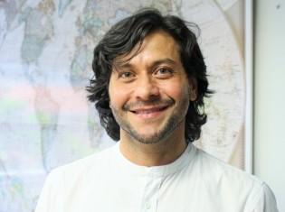 コロンビア・メデジンのEAFIT大学で国際ビジネスを教えるフアン・カルロス・ディアス教授。アボカドで貧困削減を達成したコロンビア政府の秘話を語る