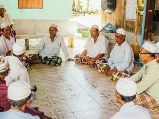 モスクの金曜礼拝の様子
