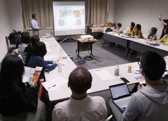 アフリカ理解プロジェクト主催のイベント「アフリカのイモ食文化-美味しさの秘密-」で話す東京農業大学の志和地弘信教授(写真はアフリカ理解プロジェクト提供)