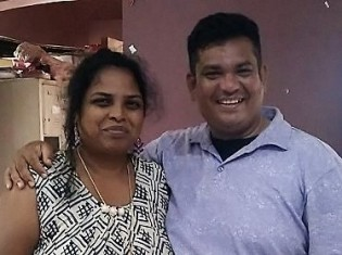 インド・プネーに拠点を置くNGO「Sparsh」の創設者であるジョイスさんとティモさん(左から)。夫婦二人三脚で運営する。保護施設では子どもたちの笑い声が常に絶えない