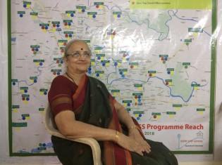 インド・プネーを拠点に、日雇い建設労働者の子どもたちが学校の勉強についていけるよう手助けするNGO「ドアステップスクール」の創設者兼代表のラジャニさん。82歳だが、まだまだ現役だ