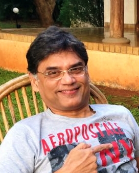 インド・プネーのNGOドアステップスクールで資金調達を担当するロヒットさん。エリート街道まっしぐらだったが、50歳を過ぎてNGOの世界に飛び込んだ