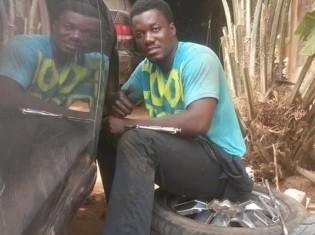 ベナンのアボメカラメ市にある修理工場で働くティグリ・オヨナさん