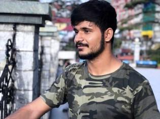 インド西部の名門ムンバイ大学に通うサッディヤムさん。インド北西部のラジャスタン州出身で、ムンバイでは家族と離れてホステルで暮らす