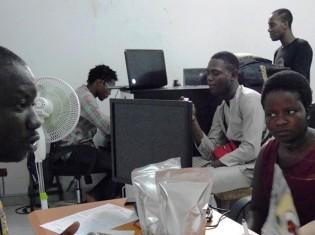 アフリカでもITは急速に普及している(写真はベナン・コトヌー)。ITを効果的に使うことで汚職をなくすことができるかもしれない