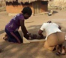 北ウガンダで乳児を身体測定しているところ。測定者の半数は初心者。このため1週間の訓練も実施した