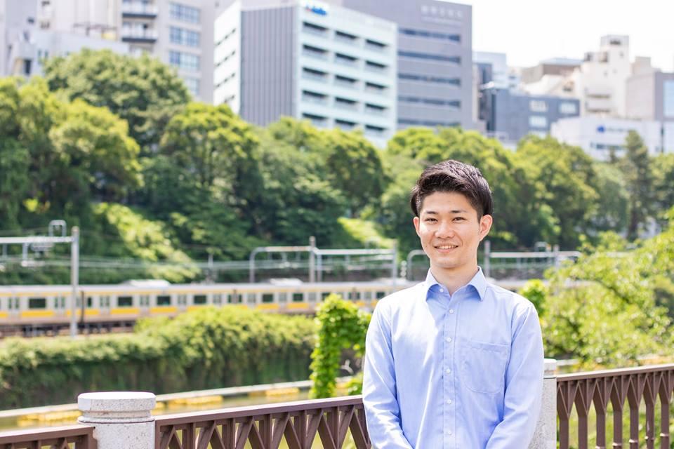 ピープルポートの青山明弘社長(28)。「せめて避難先の日本で、難民の方が幸せな生活を送れることで、次世代に恨みなどのマイナスな感情を残さないようにしたい」と話す(写真提供:ピープルポート)