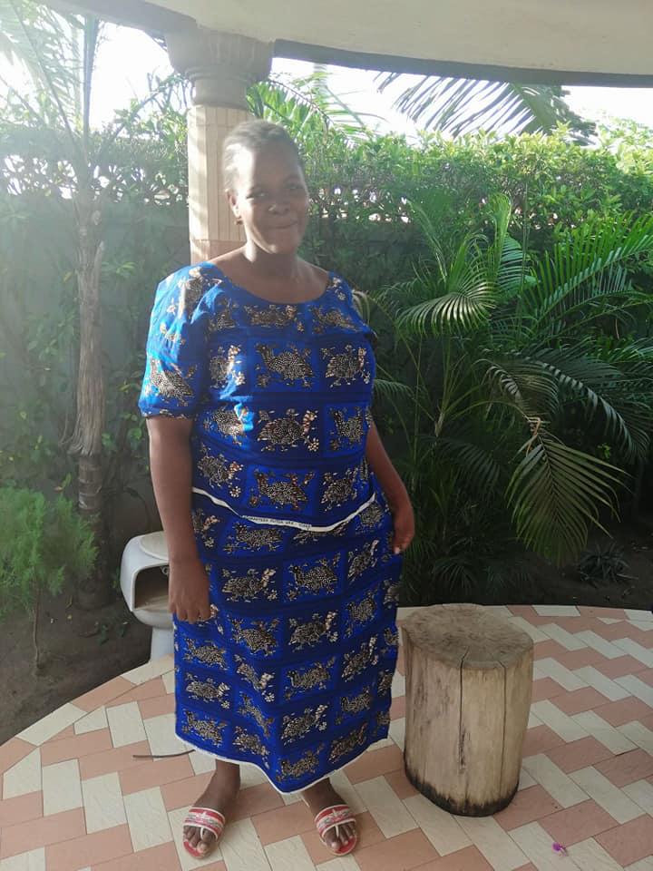伝統的な上下セットのボンバ。スカートは巻きスカートになってることも多い。マタニティ服としても着られる