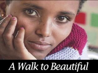 映画「ウォーク・トゥ・ビューティフル」に登場するウバテさん(17歳)。3回の治療で完治せず、人口膀胱で日常生活を取り戻すことができた。ウォーク・トゥ・ビューティフルは、2009年エミー賞をはじめ数々の賞を受賞した