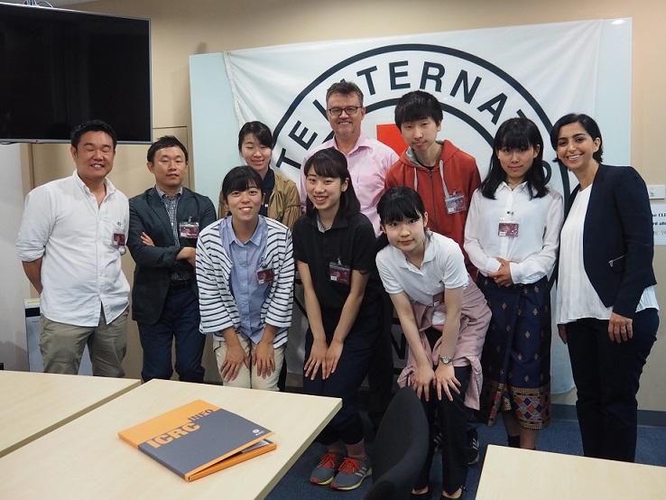 赤十字国際委員会(ICRC)では、参加者それぞれが異なる任務をもつICRCのスタッフをマンツーマンで取材した