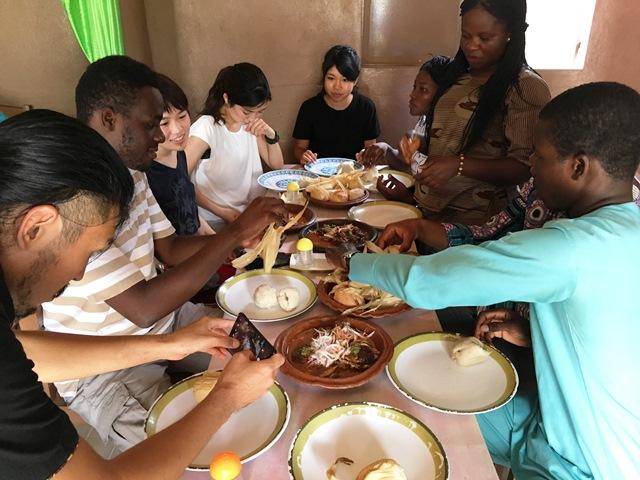 ベナン料理は驚くほどおいしい。バラエティも豊か。日本では食べられない。「食」もネタになる