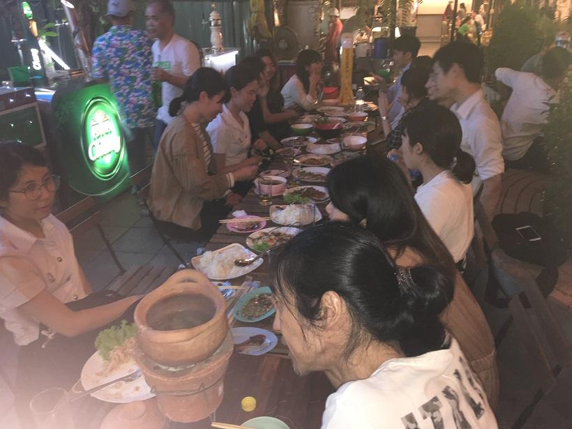 フェアウェルパーティーのようす。毎日の取材で、日本人参加者とタイ人通訳の壁がなくなる