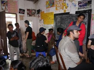 ティルジャラ・シェッドが経営する学校。教室は一つしかない(コルカタ市内のスラム「パークサーカス」で)