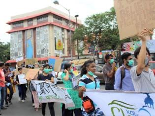 環境改善を訴えるデモ行進にも積極的に参加している