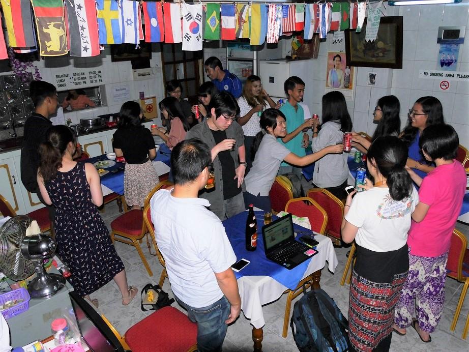 協力してくれた通訳のミャンマー人(主に学生)たちを呼んでフェアウェルパーティーも開く。達成感と一体感を改めて味わう。プログラムが終わった後も友情は続く