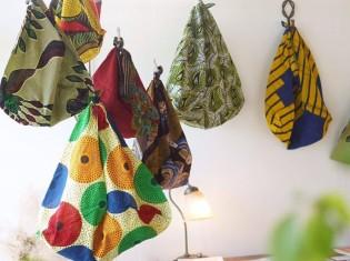 日本人客の間で一番人気のあづま袋。2019年7月には日本人の友人のコーヒーショップや花屋で「マラウイからきたバックたち展」を開催した