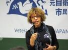 ベテランズ・フォー・ピース・ジャパン主催の講演会「私たちが見た戦争のリアル」でスピーチするスーザン・シュノールさん。講演会は10月25日~11月10日に日本各地で開かれた(写真提供:ベテランズ・フォー・ピース)