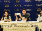 東京・有楽町の日本外国特派員協会で記者会見をする、スミフルのバナナ梱包工場の労働組合のポール・ジョン・ディゾン委員長ら(2019年6月18日、FoE Japan撮影)