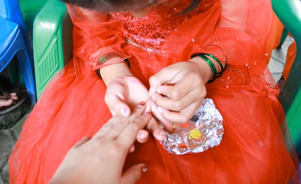 椿プロジェクトがプレゼントしたネイルで楽しむシェルターの女の子たち